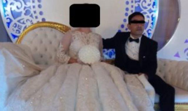 المتهم خلال حفل زفافه بإحدى ضحاياه باسم مزيف