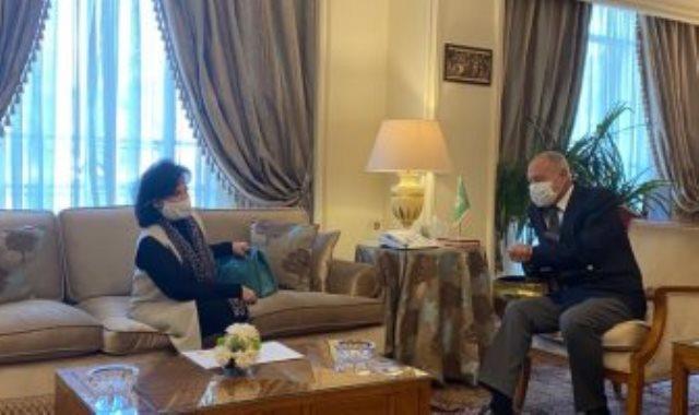 رئيسة هيئة البحرين للثقافة والآثار مع الأمين العام لجامعة الدول العربية