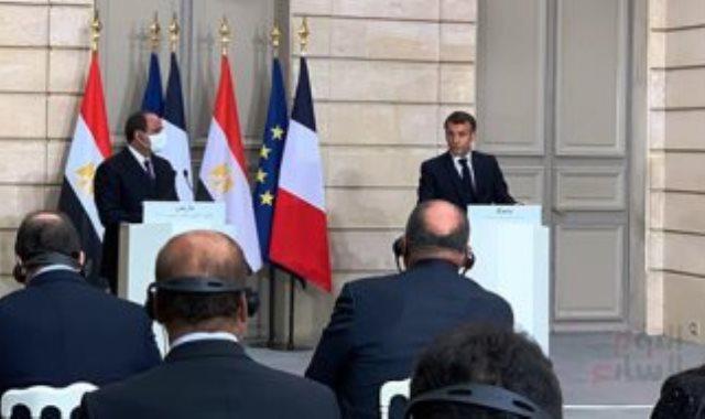 الرئيس ماكرون خلال مؤتمر مع الرئيس السيسى