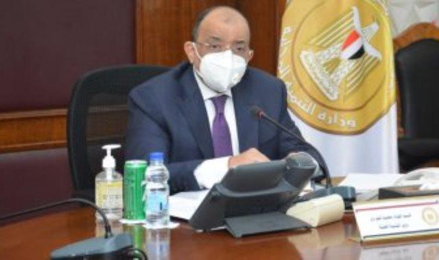 وزير التنمية المحلية يبحث موقف 33 قرية مستحدثة