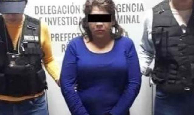 القبض على الزوجة من قبل السلطات في المكسيك