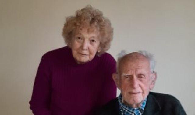زوجين يحتفلا بـ 80 سنة زواج