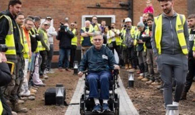 60 عامل بناء يعدلون منزل رجلا ليلائم إعاقته