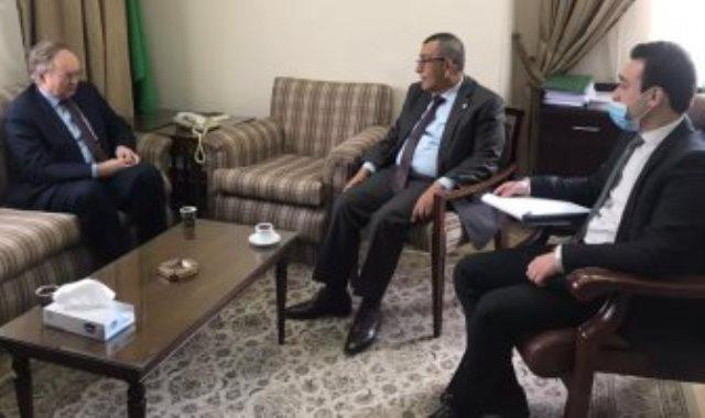 الأمين العام المساعد لشؤون فلسطين سعيد أبو على خلال استقباله سفير الاتحاد الأوروبى