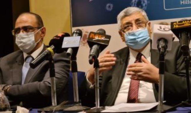 دكتور عوض تاج الدين خلال مؤتمر صحفى