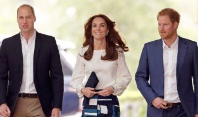 كيت ميدلتون تتوسط الأميران هارى ووليام