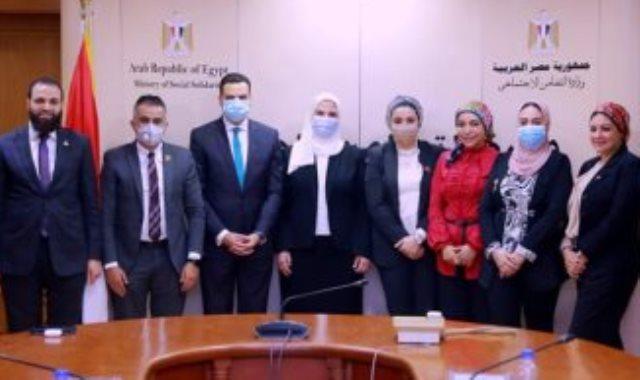 وفد تنسيقية شباب الأحزاب مع وزيرة التضامن