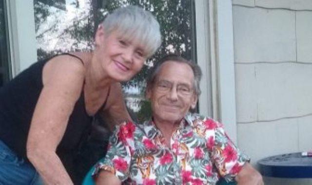 الرجل وزوجته قبل وفاته بلدغان النحل