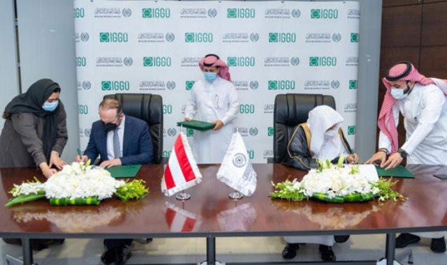 العيسى يوقع الاتفاقية مع رئيس الهيئة د.أومت فورا
