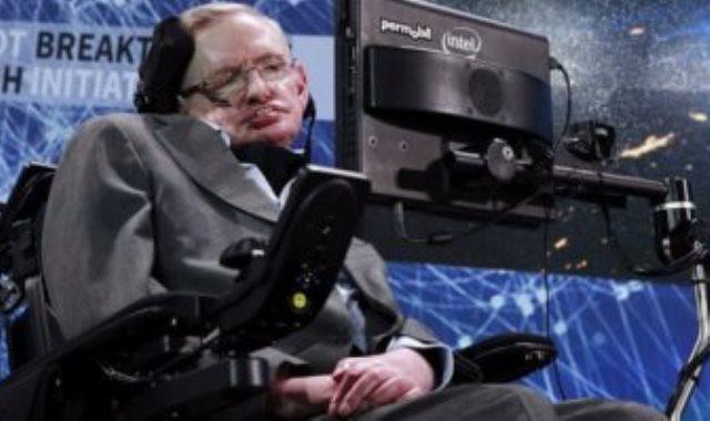 ستيفن هوكينج على كرسية المتحرك