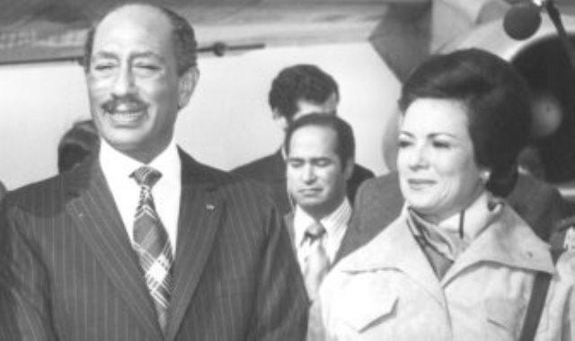 جيهان السادات وزوجها الرئيس الراحل انور السادات