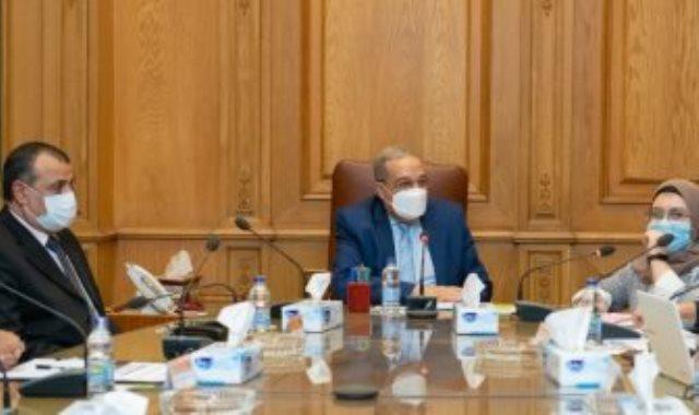وزير الانتاج الحربى مع الوفد الكوري