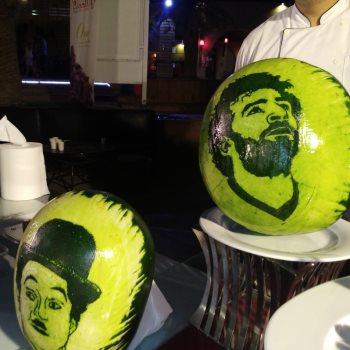 صور محمد صلاح وشارلى شابلن منحوتة على البطيخ