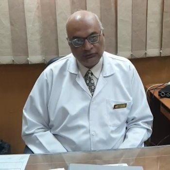 أحد الأطباء بالمستشفى