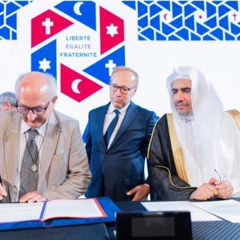 د.العيسى يتابع توقيع شركاء الرابطة لاتفاقية التعاون