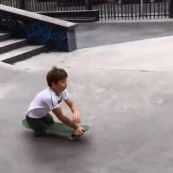 طفل روسى مبتور القدمين يحترف التزلج