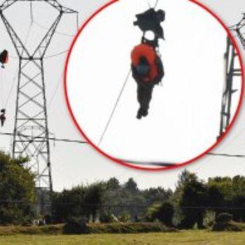 طيار عالق ببرج كهرباء