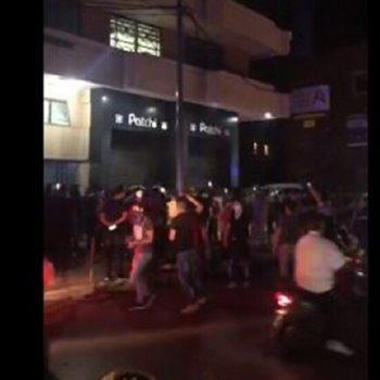 محتجون يقتحمون محل حلويات شهير في لبنان