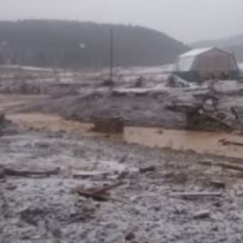 انهيار سد في سيبيريا