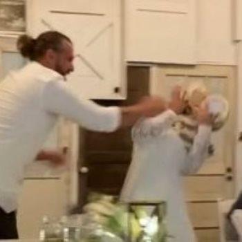 العريس يضرب العروسة