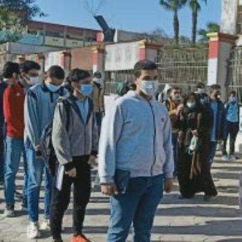 الطلاب أثناء دخول امتحان الفصل الدراسى الأول