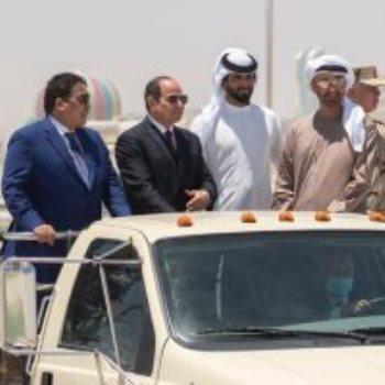 الرئيس السيسى والشيخ محمد بن زايد ومحمد المنفى خلال حفل افتتاح قاعدة 3 يوليو