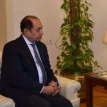 جانب من اللقاء بين السفير حسام زكى ونائب وزير الخارجية الرومانى
