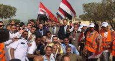 السفير المصرى بالكويت يتفقد نقطة تمركز الناخبين المصريين