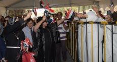 المصريون بالخارج يحشتدون أمام اللجان الانتخابية