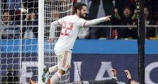 إيسكو خلال مباراة إسبانيا والأرجنتين