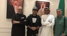 تامر حسني بعد وصوله للسعودية