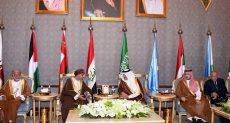نائب رئيس وزراء عمان فور وصوله للسعودية