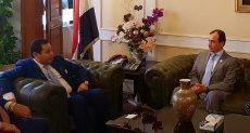 وزير قطاع الأعمال مع وكيل الصحة الإماراتية