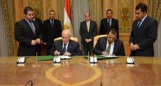 وزير الإنتاج الحربي خلال التوقيع