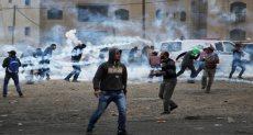 الكيان الصهيوني يطلق الغازات المسيلة للدموع على الفلسطينيين