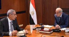 المهندس شريف إسماعيل رئيس الوزراء مع المهندس طارق قابيل وزير الصناعة