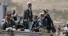 شرطي الحوثي المصنف على قوائم الإرهاب يظهر بمؤتمر صحفي