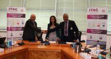 مها رشاد رئيس ايتيدا تشهد توقيع اتفاقيات دعم المشروعات البحثية