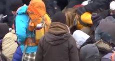 لحظة إلقاء القبض على المتظاهرين