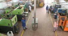 عمال مصنع البلاستيك