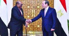 الرئيس عبد الفتاح السيسى ونظيره السوداني عمر البشير