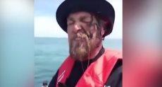 أحد محبي صيد الأسماك