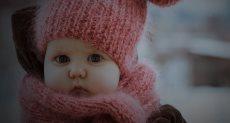 طفل في فترة الشتاء