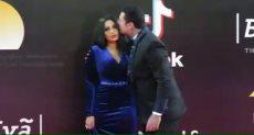 قبلة احمد الفيشاوى وزوجته
