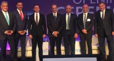 مسؤولي شركات المحمول الأربعة بالسوق المحلية مع وزير الاتصالات