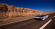 سيارة تسير بالطاقة الشمسية