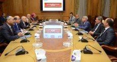 جانب من اجتماع الدكتور محمد العصار ومحافظ أسوان لبحث تطورات مشروعات الوزارة بالمحافظة