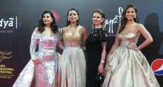 أبرز فساتين الفنانات الساخنة على السجادة الحمراء بختام مهرجان القاهرة