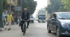النائب محمد الحسينى يقود دراجته