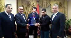 وزير الرياضة يكرم محمد إيهاب